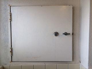 サビた鉄製ドアのリフレッシュ